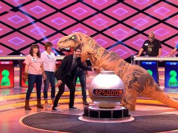 Un dinosaurio invade el plató de '¡Boom!'