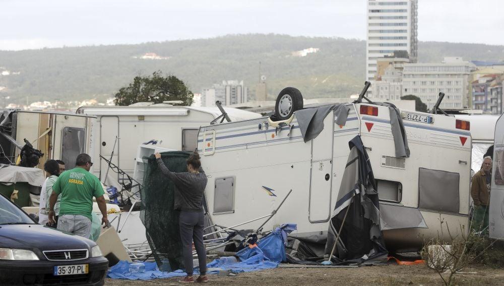 Destrozos causados por la tormenta tropical Leslie