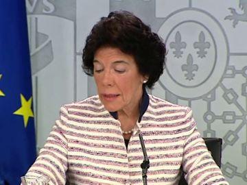 """Celaá, sobre el malentendido de protocolo el 12 de octubre: """"El presidente y su esposa siguieron escrupulosamente las indicaciones"""""""