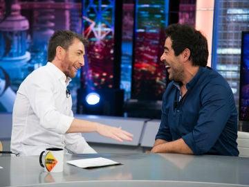 """Pablo Motos halaga a Pablo Chiapella en 'El Hormiguero 3.0': """"Hay que tener valor para ir a un pueblo y que unos desconocidos te cuenten todo"""""""