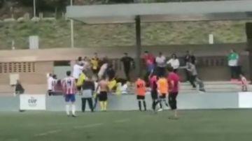 Batalla campal en Sant Pol entre los jugadores de dos equipos en un partido de segunda regional catalana