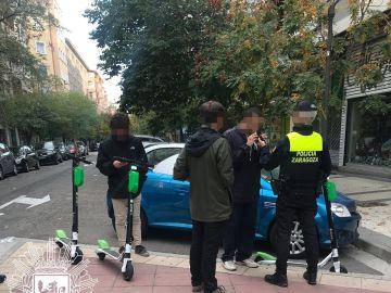 Multan a tres jóvenes por conducir patinetes eléctricos bajo los efectos del alcohol