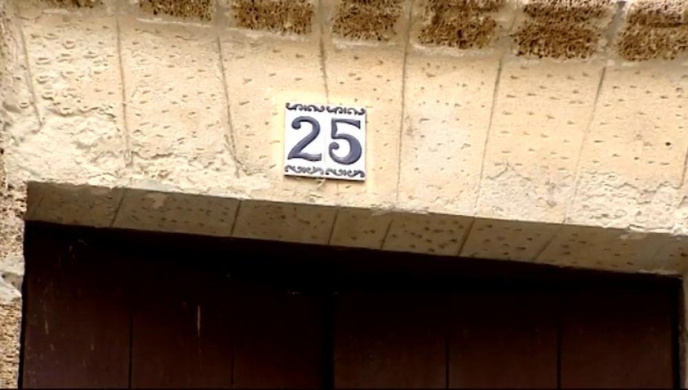 Desalojan a una mujer de su vivienda por riesgo de derrumbe y días más tarde la 'okupan'