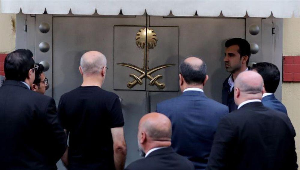 La Policía turca registra el consulado saudí donde desapareció el periodista