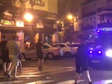Los hooligans ingleses se enfrentan a la policía en el centro de Sevilla