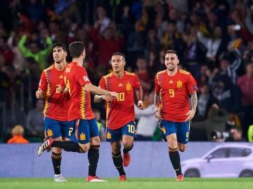 Paco Alcácer celebra uno de sus goles con la Selección