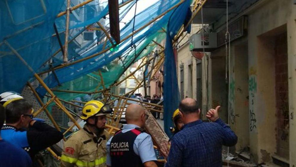 Un andamio se desploma en Pineda de Mar