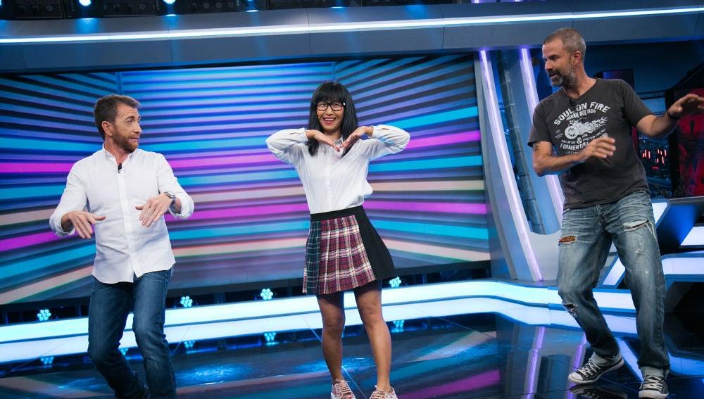 Yibing le enseña a Pablo Motos y a Pau Donés a bailar el K-pop en 'El Hormiguero 3.0'