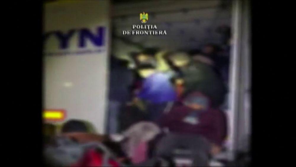 Encuentran a 47 inmigrantes escondidos en un camión en la frontera de Rumanía