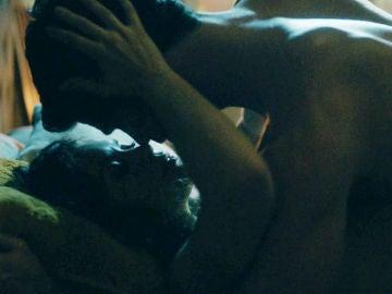 Jon y Maite disfrutan una noche de deseo irrefrenable