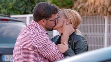 Lágrimas y 'te quieros' de despedidas antes de comenzar el intercambio de parejas