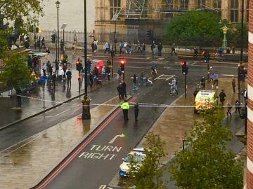 Investigan la aparición de un paquete sospechoso en Londres