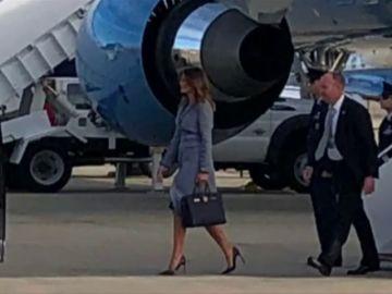 El avión de Melania Trump, obligado a aterrizar de emergencia por un problema técnico