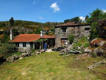 Imagen de una casa en un pueblo