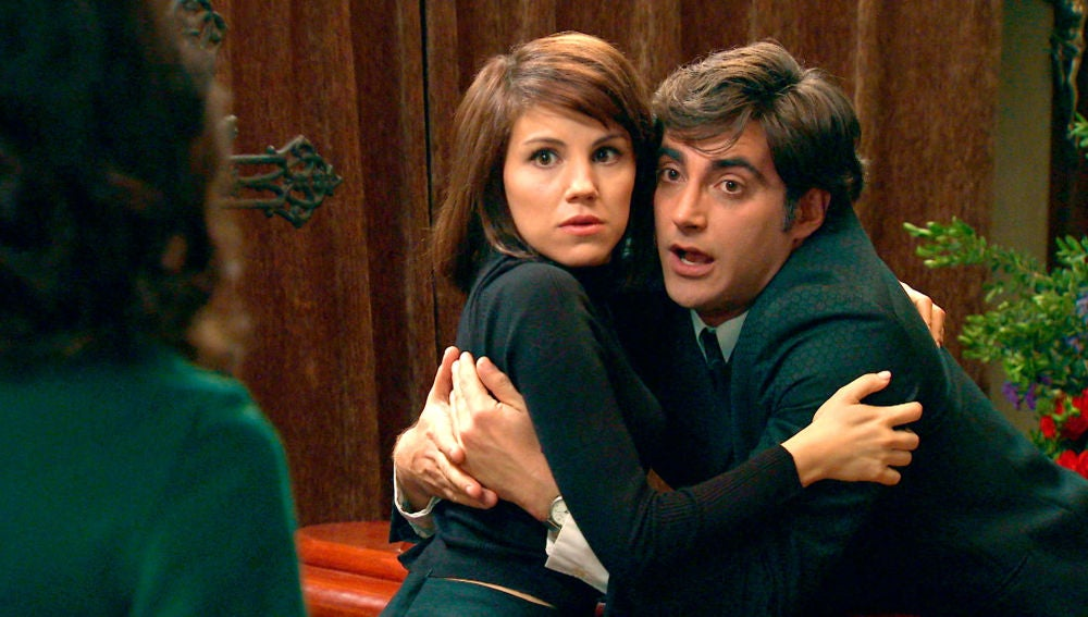 Carolina sorprende a Nieves y Álvaro en una situación comprometida