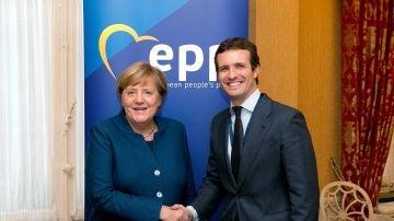 Pablo Casado y Angela Merkel se reúnen en Bruselas