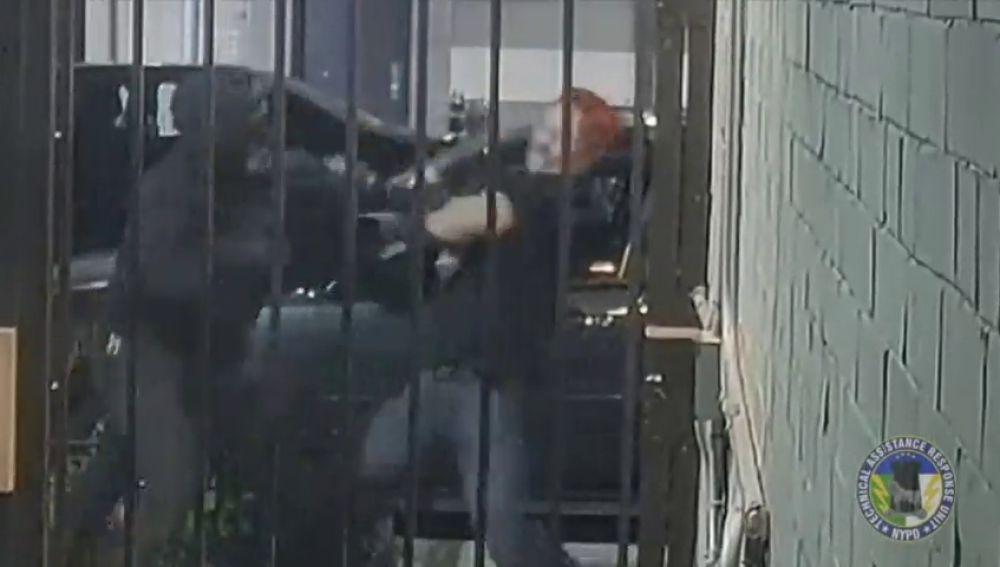 Una cámara de seguridad graba la brutal paliza entre dos grupos extremistas en Manhattan