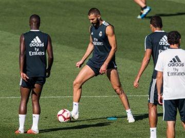 Benzema, durante un entrenamiento del Real Madrid