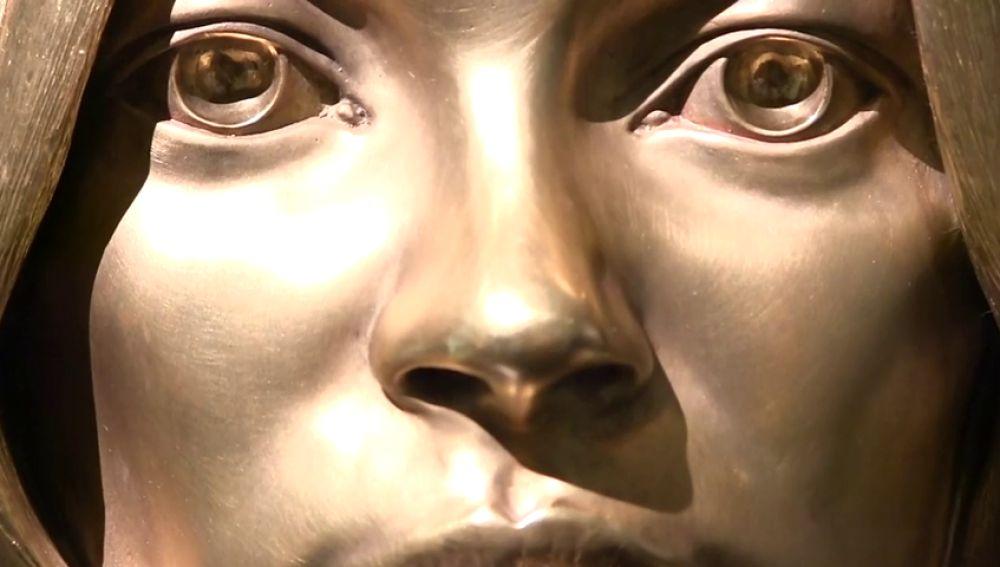 Pagan casi medio millón de euros por la recreación en oro de la cabeza de Kate Moss