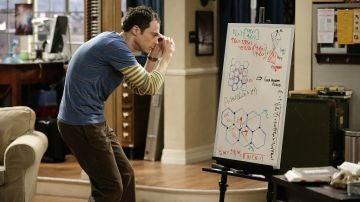 Sheldon intentando contestar nuestras preguntas
