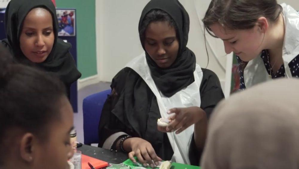 Grandes almacenes británicos venden hiyabs como complementos de uniformes escolares