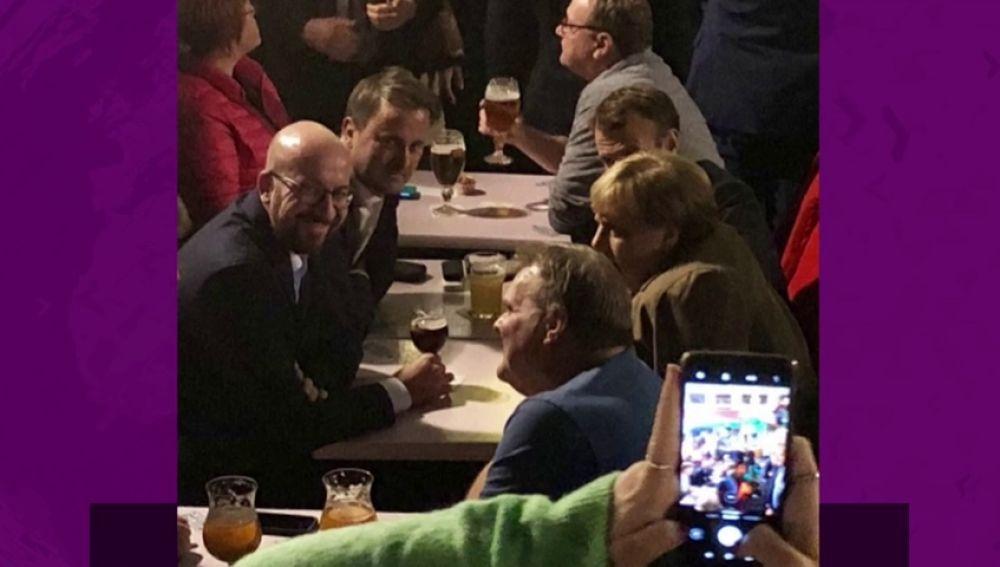 Merkel y Macron se van de cervezas tras la cumbre europea sobre el 'brexit'