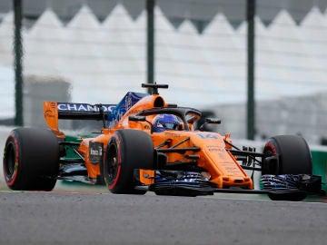 Fernando Alonso rueda en el circuito de Suzuka