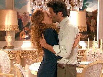 """Gabriel besa sin frenos a Natalia: """"Quiero seguir haciendo lo que quiero"""""""