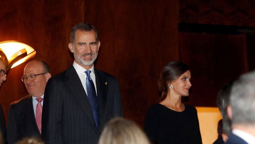 Los reyes Felipe y Letizia, a su llegada al XXVII Concierto Premios Princesa de Asturias