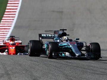Lewis Hamilton conduce su Mercedes en el trazado de Austin