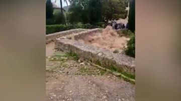 El desbordamiento de varios torrentes anega las principales vías del norte de Mallorca