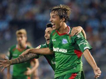 Tomás Pina celebra su gol contra el Celta