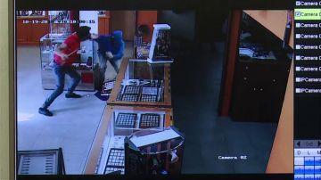 Un joyero se enfrenta a dos atracadores armados en las Palmas de Gran Canaria