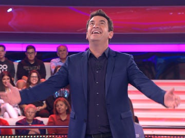 Arturo Valls, al más puro estilo Thalía