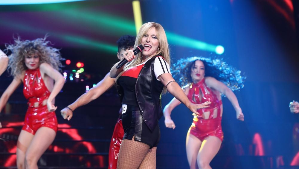 Anabel Alonso, imparable como Samantha Fox en 'Nothing's gonna stop me now'