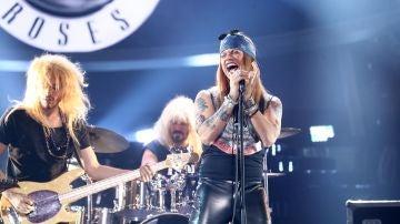 Carlos Baute se pone la chupa de cuero como Guns N' Roses en 'Sweet Child O' Mine'