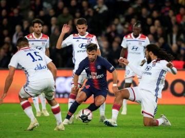 Bernat, durante un partido con el PSG