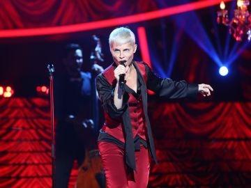 Soraya Arnelas hechiza a todo el público como Annie Lennox en 'I put a spell on you'