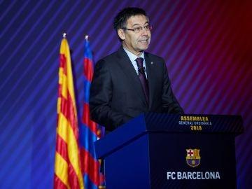 Bartomeu habla durante la asamblea del Barcelona