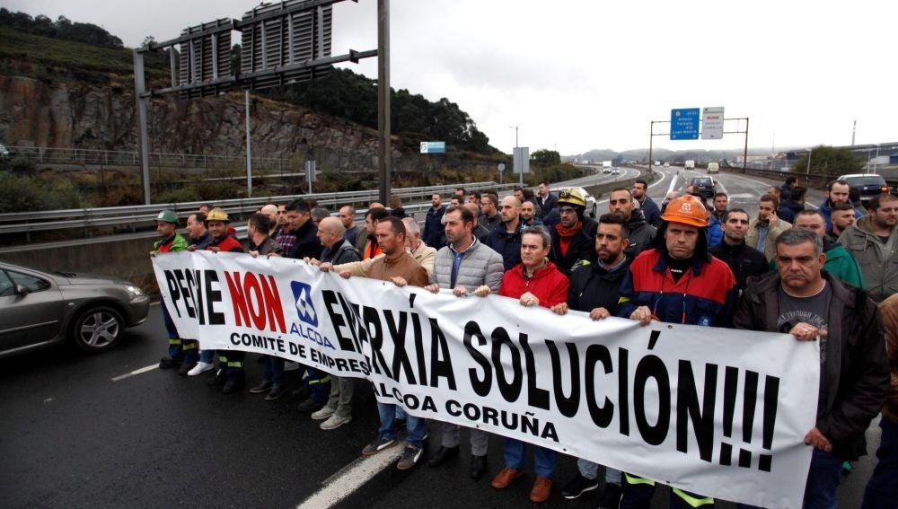 Una marcha protesta contra el cierre de Alcoa en A Coruña