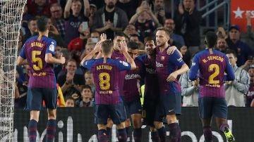 Los jugadores del Barça celebran uno de los goles contra el Sevilla