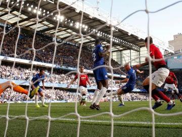 Barkley marca un gol al Manchester United