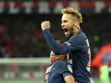 Neymar celebra un gol con el PSG