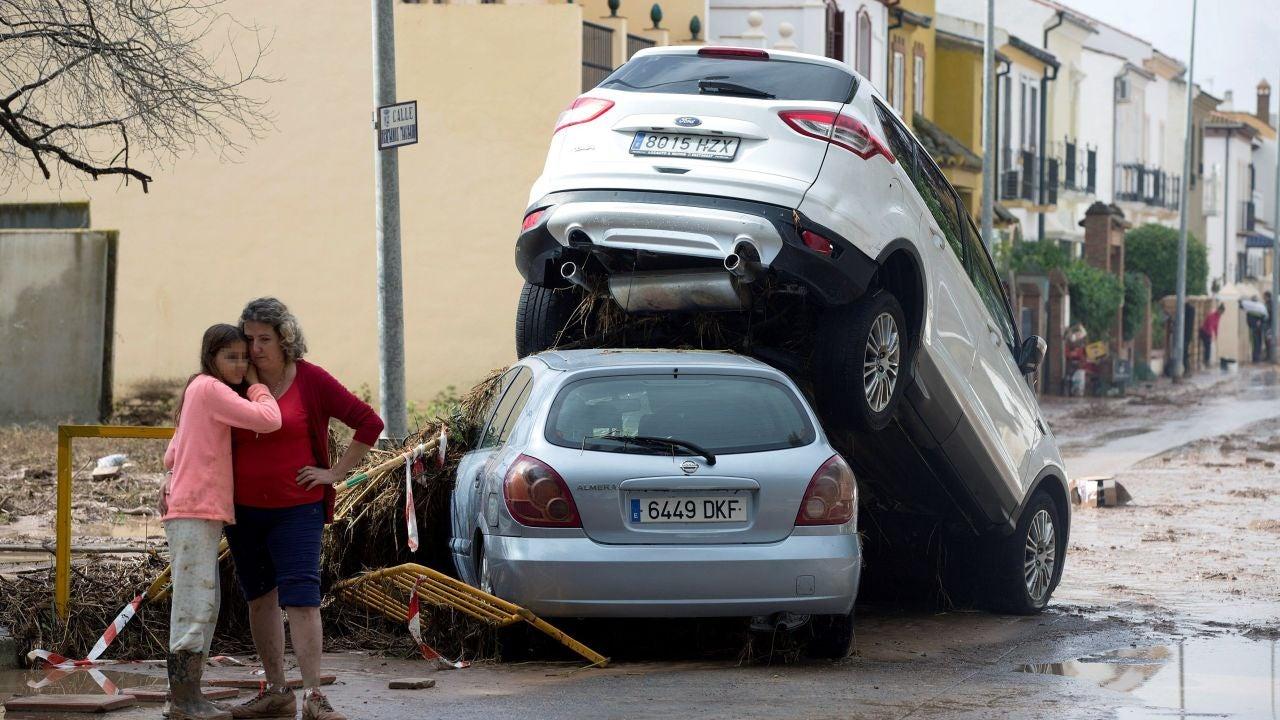 Un Bombero Muerto Jóvenes Atrapados En Un Tejado Y 500 Incidencias Por Las Fuertes Lluvias En El Norte De Málaga