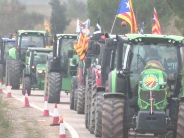 Cientos de tractores se manifestan en Lladoners para pedir la libertad de los políticos presos