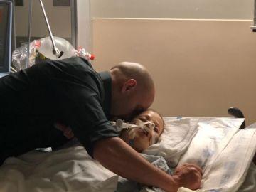 Kincaid junto a su mujer en el hospital