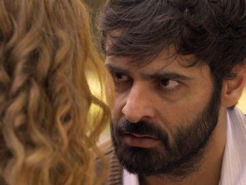 """Manuel descubre los vengativos planes de Ana: """"Si de verdad me quieres, tienes que salir del hotel"""""""