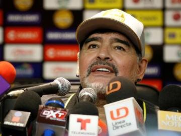 Maradona en la rueda de prensa después del Dorados vs Cafetalero