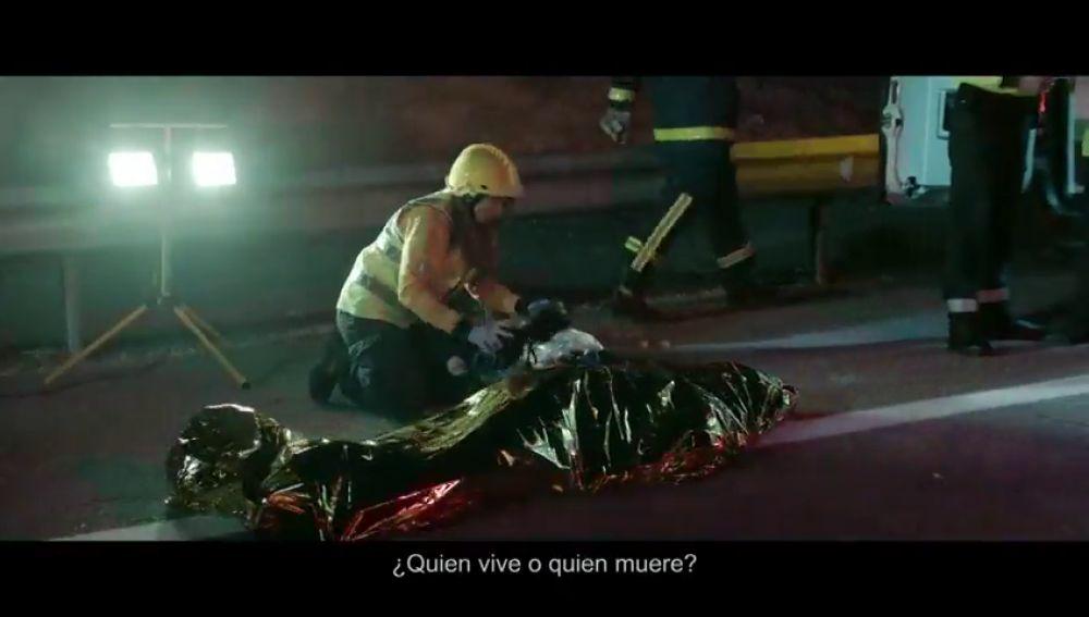 """""""En un accidente de tráfico, ¿quién prefieres ser? ¿quien vive o quien muere"""", la dura campaña de la DGT"""