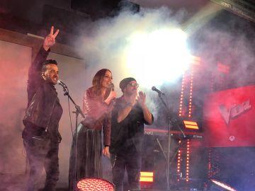 Luis Fonsi, Eva González y Antonio Orozco, en el concierto sorpresa de La Voz en Madrid